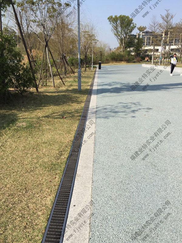 浅谈线性排水沟在园林景观工程中的应用